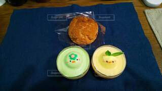 テーブルのケーキたちの写真・画像素材[3799292]
