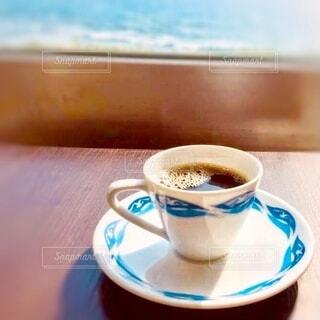 海を見の見えるレストランでコーヒータイムの写真・画像素材[3877178]
