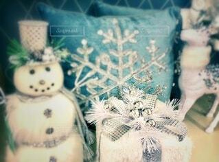 クリスマスプレゼントと飾り付けの写真・画像素材[3934513]
