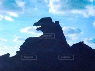 ゴジラの形をした岩の写真・画像素材[3989685]