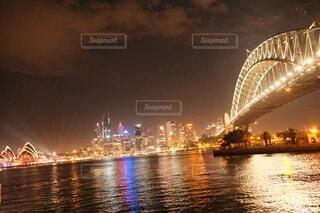 水の体に架かる橋の写真・画像素材[4099056]