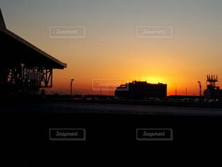 都市に沈む夕日の写真・画像素材[3810545]