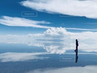 青空と雲の反転の写真・画像素材[3804604]