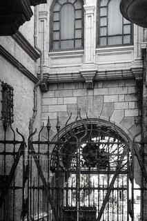 窓と門の写真・画像素材[3809318]