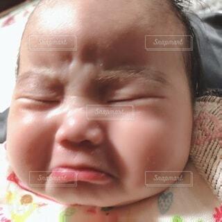 泣いてる赤ちゃんの写真・画像素材[4033986]