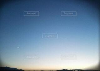 遠くに月が…🌙の写真・画像素材[3920301]