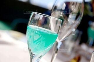 コバルトグラスのウェルカムドリンクの写真・画像素材[3820990]