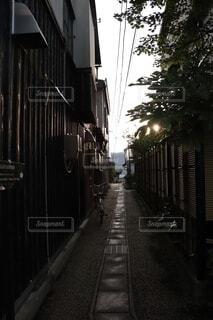 古き街並みにある路地の写真・画像素材[3829086]