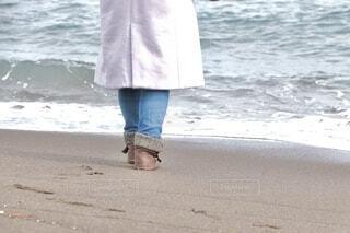 海を見つめる女の子の写真・画像素材[4202139]