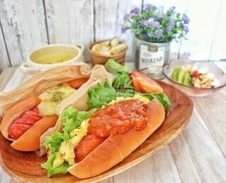 食べ物,ランチ,野菜,サラダ,サンドイッチ,肉,ホットドッグ,ジョンソンヴィル