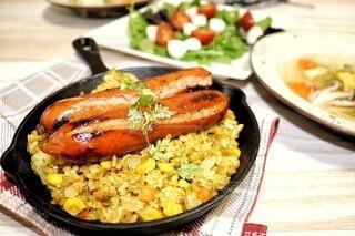 食べ物,テーブル,皿,サラダ,肉,ソーセージ,ジョンソンヴィル