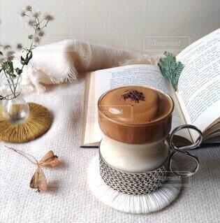 ふわふわ泡のダルゴナコーヒーの写真・画像素材[3968234]