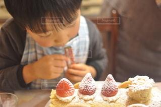 ケーキの飾り付けの写真・画像素材[3974096]