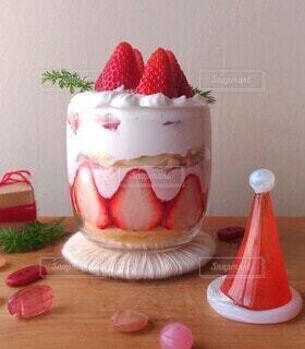 イチゴのグラスケーキの写真・画像素材[4003345]