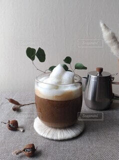 モコモコの豆乳フォームが乗ったソイラテでコーヒーブレイクの写真・画像素材[4144335]