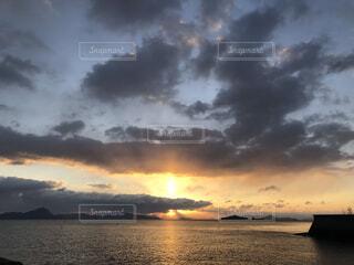 風景,空,屋外,雲,水面,海岸,正月,日の出,初日の出,くもり,ご来光