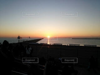 空,屋外,太陽,朝日,雲,船,水面,道,正月,桟橋,歩道,お正月,日の出,明るい,新年,初日の出,光の道