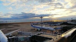 海,空,朝日,雲,飛行機,空港,正月,滑走路,お正月,日の出,新年,初日の出,羽田空港