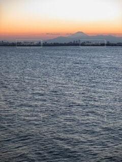 ベタ凪と富士山。の写真・画像素材[4829424]