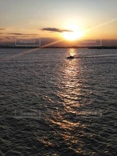 夕景と船。の写真・画像素材[4887577]