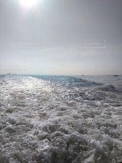 船の航跡波。の写真・画像素材[4899427]
