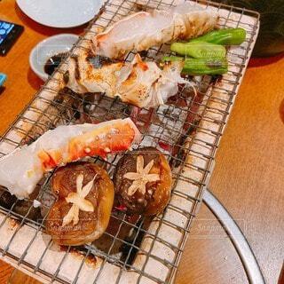 ナイフを持った食べ物の皿の写真・画像素材[3918432]