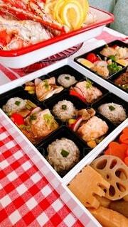 異なる種類の食べ物で満たされた箱の写真・画像素材[4031458]