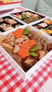 異なる種類の食べ物で満たされた箱の写真・画像素材[4031461]