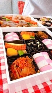 異なる種類の食べ物で満たされた箱の写真・画像素材[4031459]