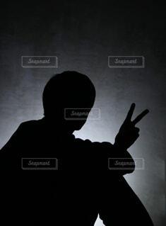 男性のピースシルエットの写真・画像素材[3860032]