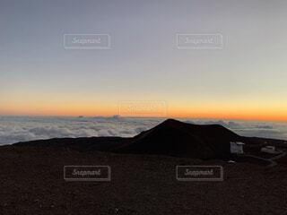 ハワイの雲海に沈む夕日の写真・画像素材[3929015]