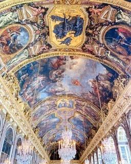 フランスパリにあるヴェルサイユ宮殿内の美しい天井の写真・画像素材[3847681]