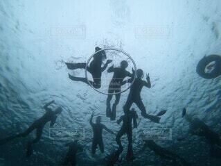 沖縄でダイビングの写真・画像素材[3899258]