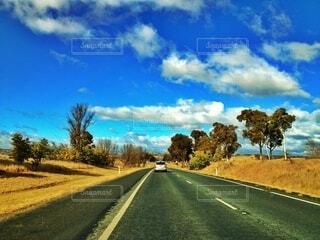 オーストラリアの一本道の写真・画像素材[3846296]