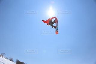 空,冬,雪,屋外,ジャンプ,モノクロ,飛ぶ,スキー,運動,スノーボード,景観,ウィンタースポーツ,雪国,北国,白馬村,スポーツ用品,ボードスポーツ