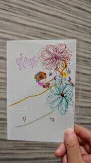 花束を持った女の子のポストカードの写真・画像素材[3877892]
