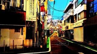 明け方の商店街の写真・画像素材[3912214]
