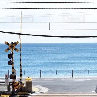海と踏切の写真・画像素材[3863924]