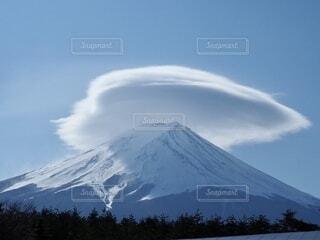 富士山に笠雲の写真・画像素材[3863929]