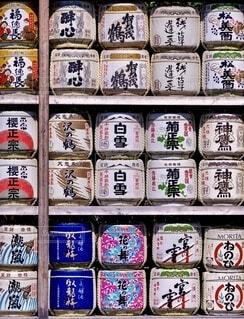 整列した沢山の樽酒の写真・画像素材[3864938]