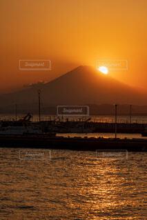 富士山に沈む夕陽の写真・画像素材[3902510]