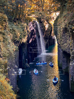 高千穂峡 ボートと滝の風景の写真・画像素材[3924554]