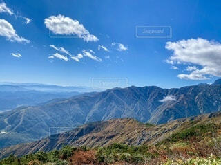 背景に山の広い眺めの写真・画像素材[4933315]