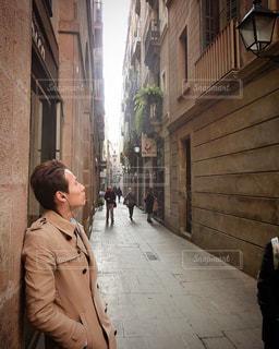 男性,モデル,20代,ヨーロッパ,男,スペイン,ストリート,マドリード,日中,ひげ,オールバック,トレンチコート,インスタ映え