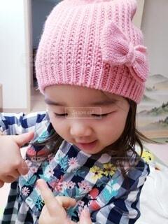 ピンクの帽子をかぶった幼女の写真・画像素材[4265746]