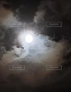 自然,風景,空,夜空,雲,暗い,月,月明かり,くもり,つき