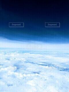 大気圏と宇宙の境い目の写真・画像素材[3898741]