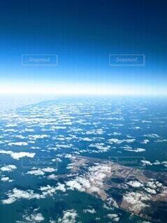 アメリカ五大湖のひとつ、エリー湖を上空からの写真・画像素材[3899200]
