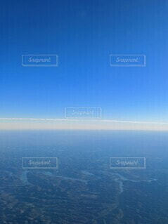 アメリカ中部、青空と緑の大地と川を空からの写真・画像素材[3905495]
