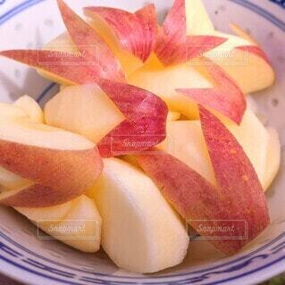 ボウルに入っている、うさぎりんごの写真・画像素材[3916977]